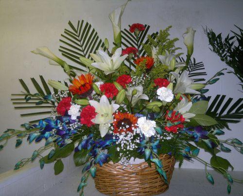 Lys calla blanc, oeillets, tournesols orchidées, lys et soupir-bébé
