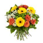 4 marguerites, 4 gerberas, 6 roses et aster