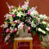 Arrangement de fleurs funéraire