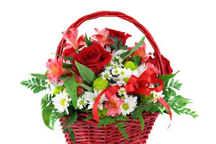 Panier de roses et marguerites