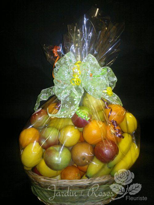 Panier de fruits oranges, pommes et bananes