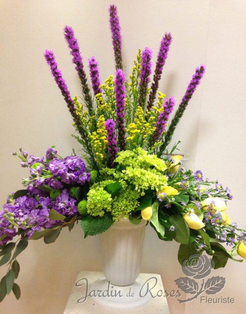 Arrangement de fleurs funéraires