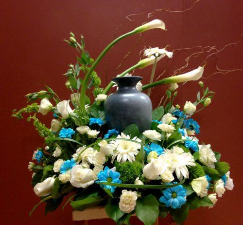 Urne et fleurs