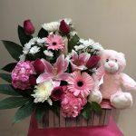 Arrangement de fleurs naissance 08